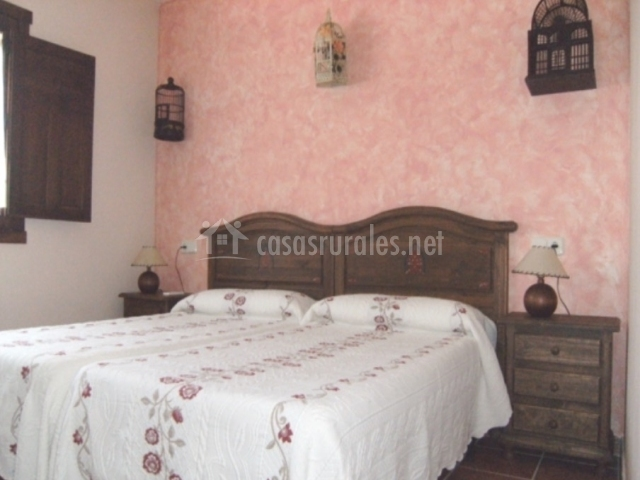 Dormitorio con mobiliario antiguo