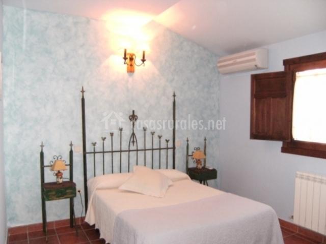 Dormitorio de matrimonio con aire acondicionado