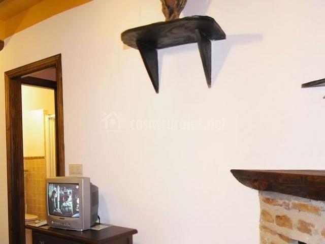Salón de la casa con televisión