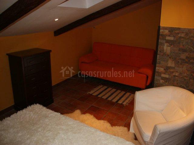 Sofá del dormitorio