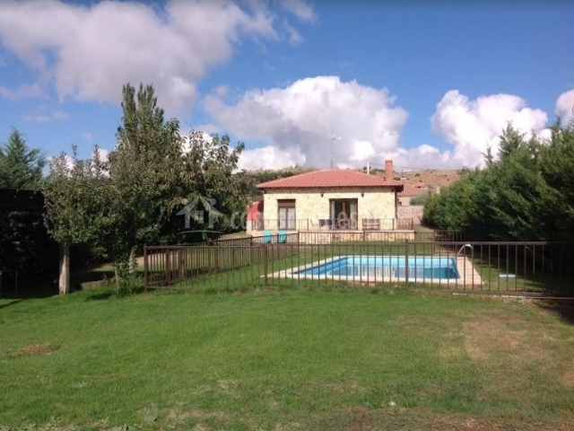 Acceso a la casa y piscina