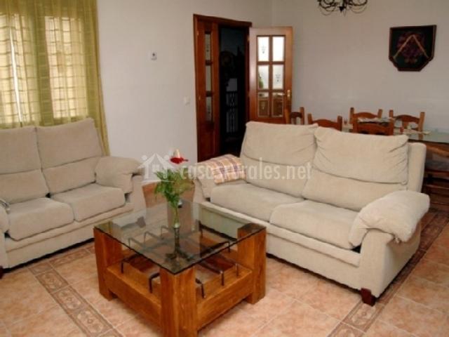 Casa rural las tres cruces en san pedro de gaillos segovia for Mesa de comedor en la sala de estar