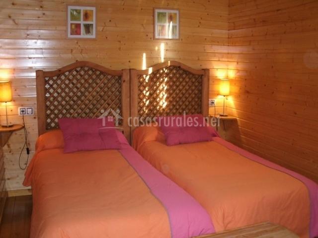 Dormitorio doble con dos camas individuales juntas