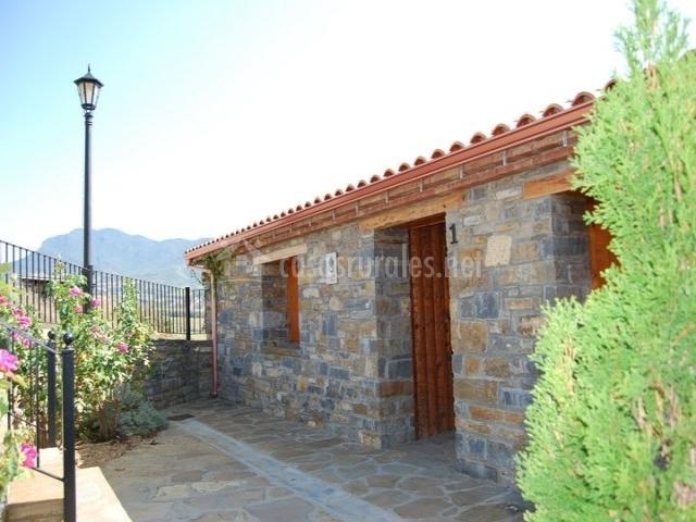 Exterior de piedra vista de la casa