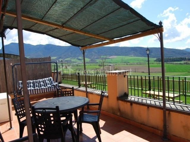 Terraza privada con mesa exterior