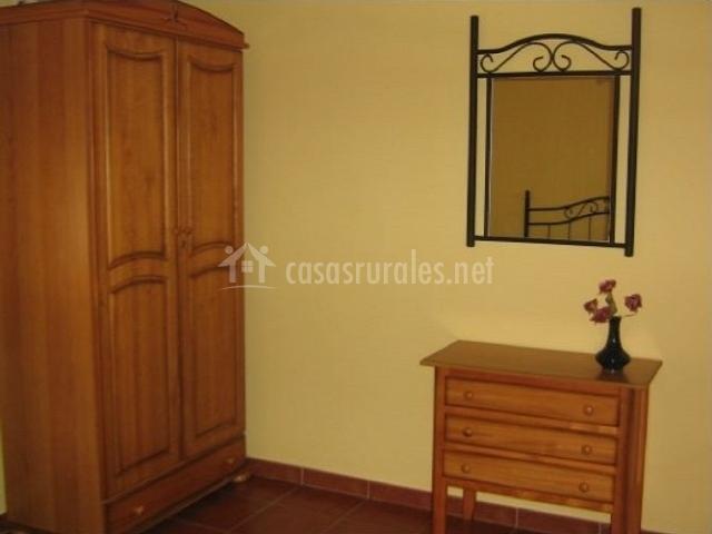 Decoración de la habitación principal con armario
