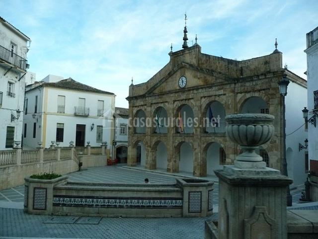 Ayuntamiento y plaza de Cortes de la Frontera