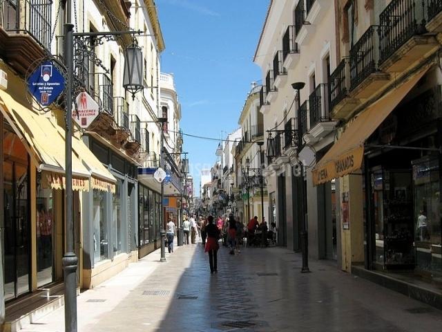Carrera Espinel, principal calle comercial de Ronda