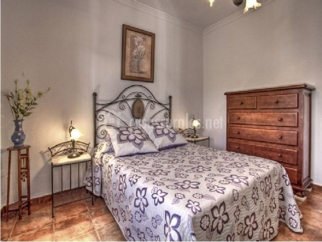 Habitación de matrimonio con cómoda