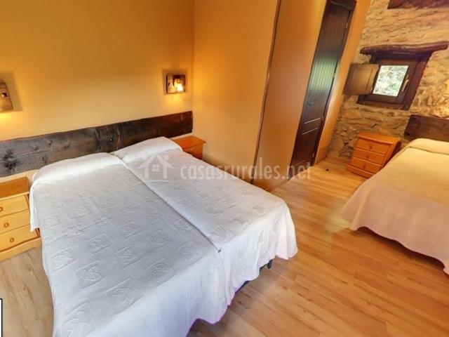 Dormitorio triple con 3 camas