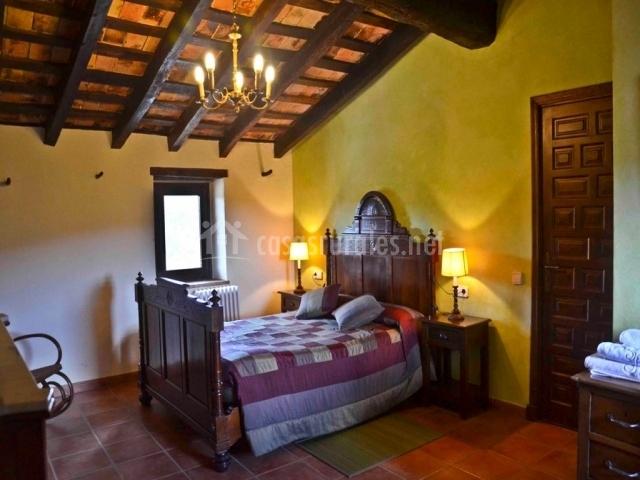 Dormitorio Menta con techo de madera abuhardillado