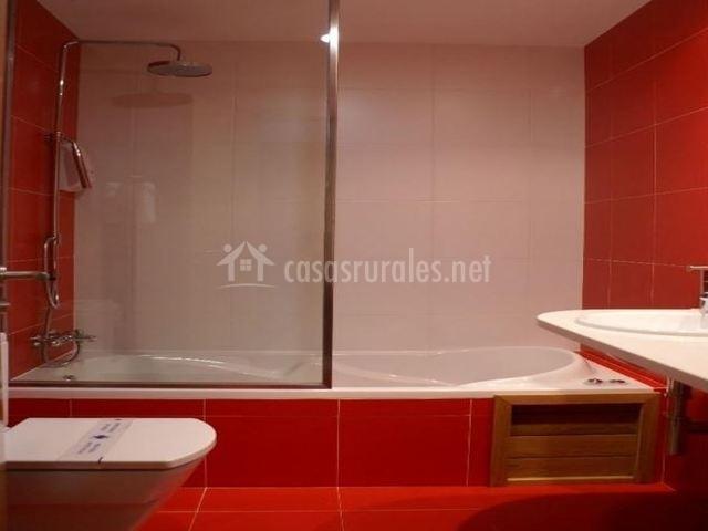 Baño principal en rojo