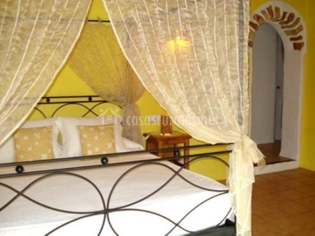 Dormitorio suite amarillo