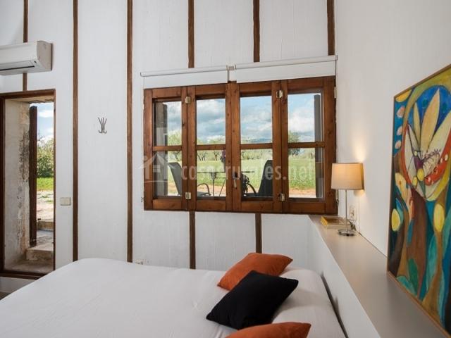 Cama de matrimonio en dormitorio suite especial
