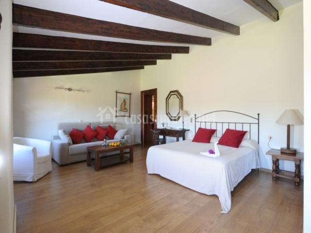 Dormitorio junior suite abuhardillado