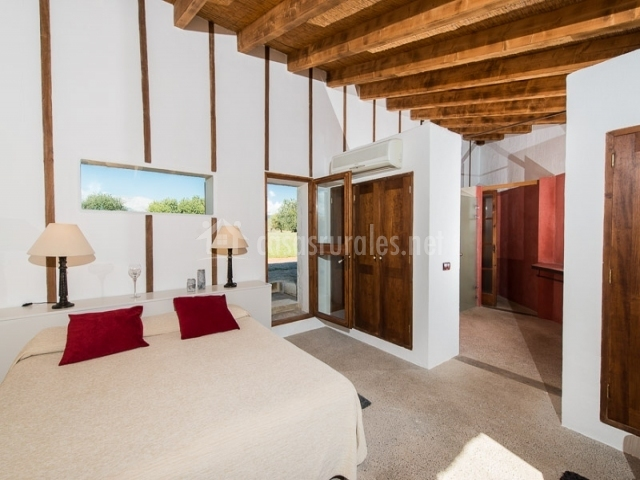 Dormitorio suite especial y entrada al aseo