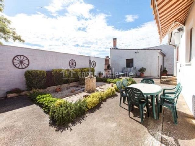 Casa rural encarna en melida navarra - Casa muebles jardin ...