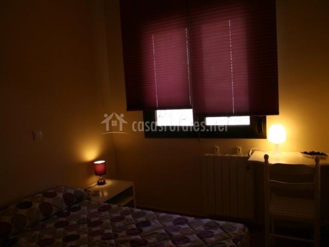 Dormitorio individual con escritorio