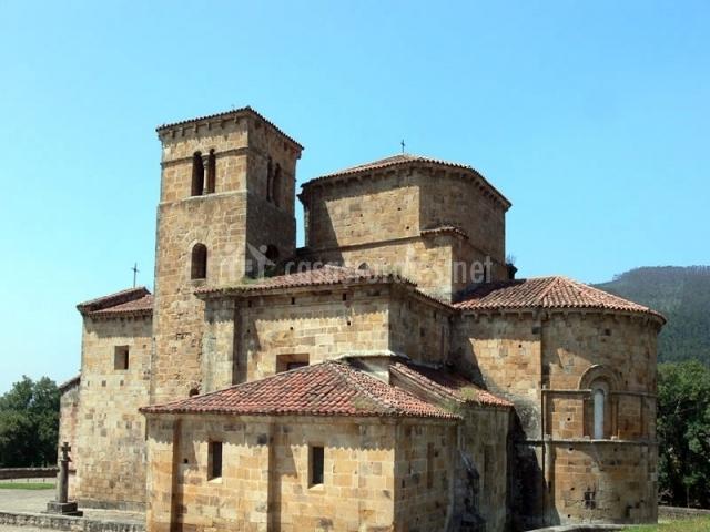 Colegiata de Santa Cruz de Castañeda
