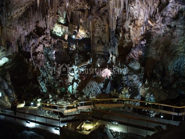 ... decorado de madera acceso a la casa sayolanga nerja cuevas de nerja