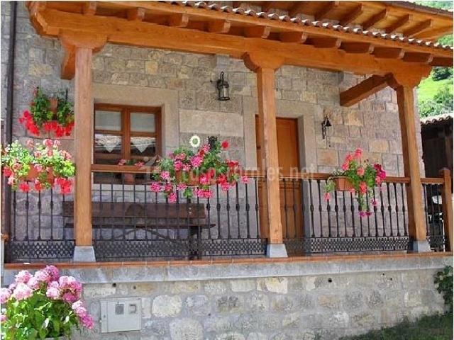 Carrio casa rural en taranes asturias - Porche entrada vivienda ...