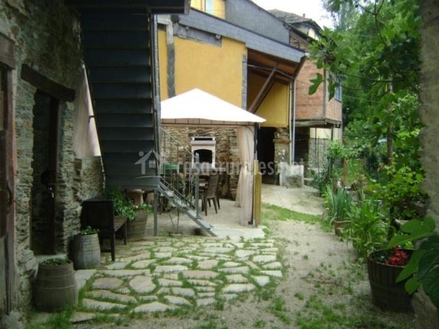 Vegetación en la parte exterior de la vivienda