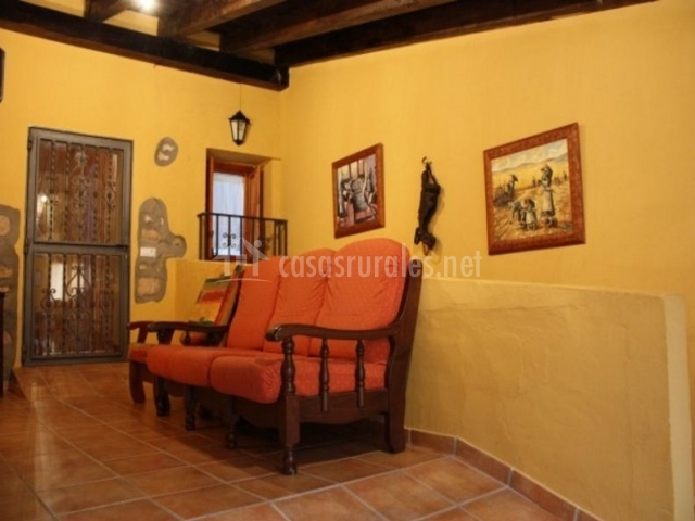 Sala De Estar Naranja ~ Sala de estar con sillones tapizados en color naranja
