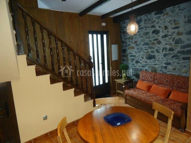 Escaleras de acceso a la planta superior de la vivienda