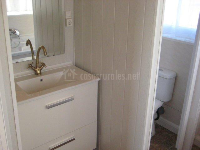 Mobiliario del hogar presente en el aseo