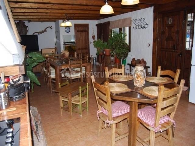 Cocina comedor y sala de estar en el mismo espacio