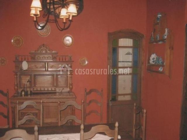 Con mobiliario en madera
