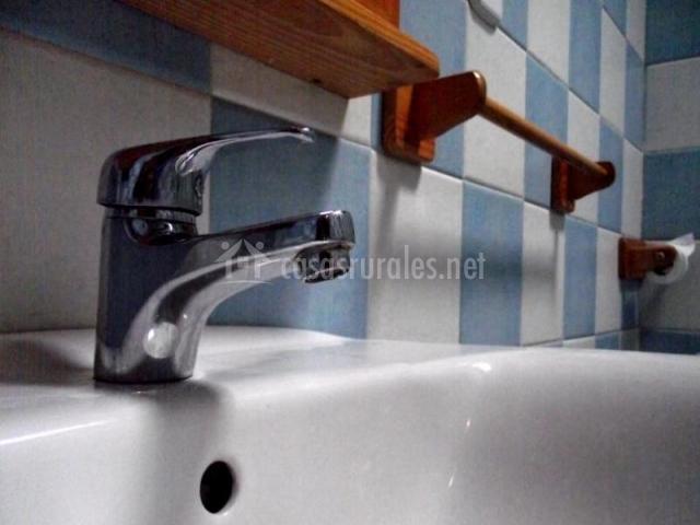 Cerámica con lavabo