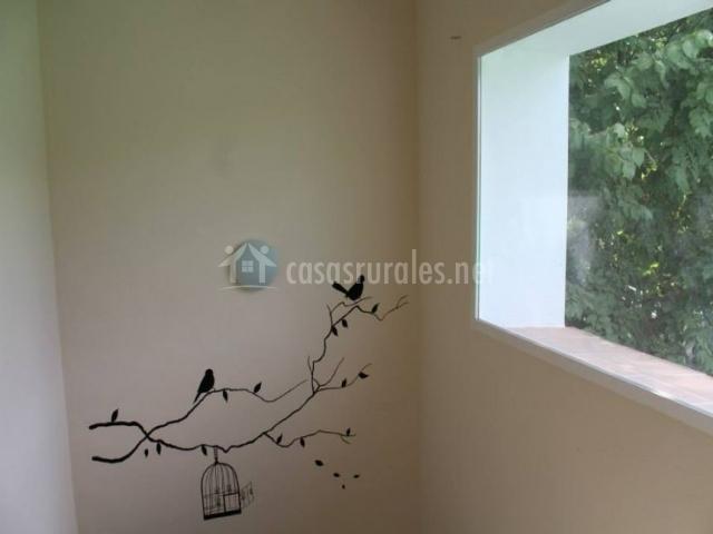 Escaleras con hueco decorado con vinilo