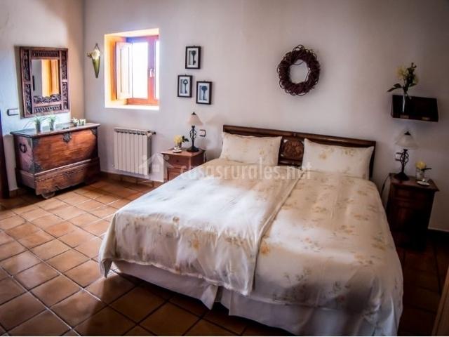 Dormitorio doble con un par de camas