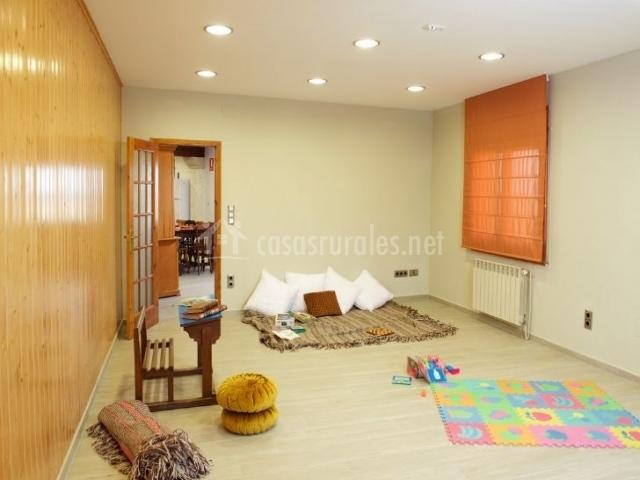 Salita de juegos con alfombras