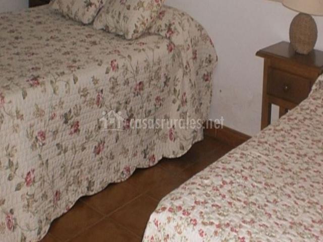 Con cama de matrimonio más cama individual