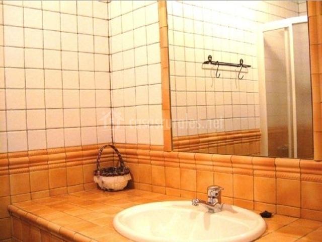 Baño clásico de la casa rural