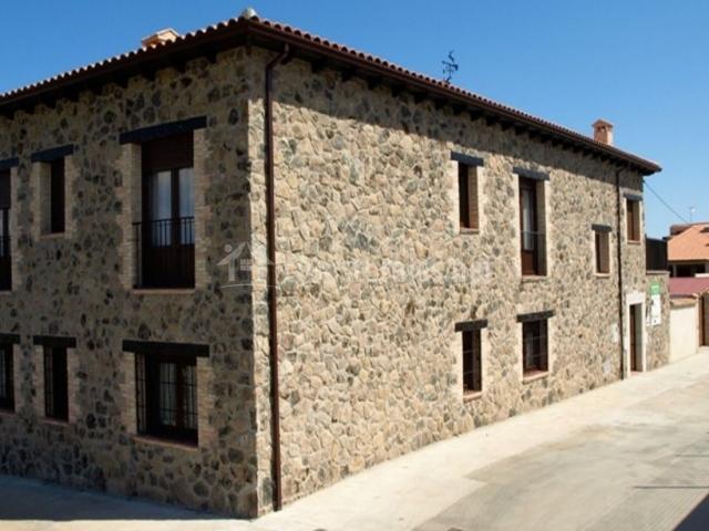 Vistas de la fachada en piedra