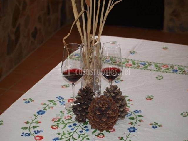 Comedor con copas de vino