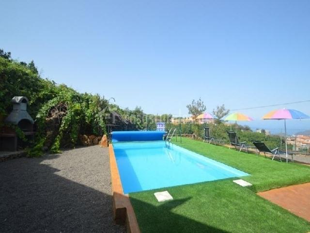 Vistas de nuestra piscina al aire libre