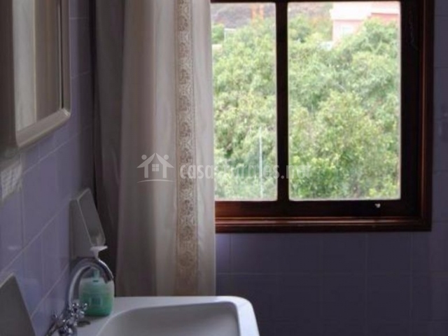 Aseo con ventana y cortina