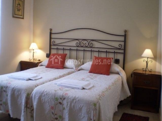 Habitación doble con camas individuales juntas