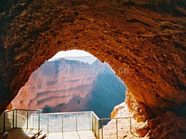Cueva natural formada por las extracciones