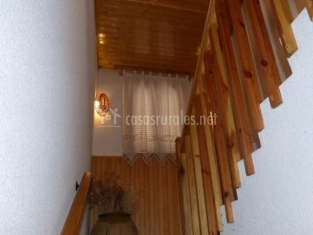 Escaleras con detalles en madera