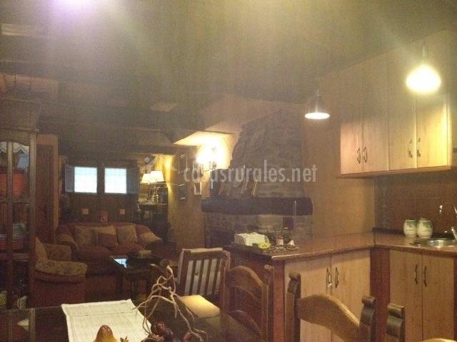 Cocina y al fondo la sala de estar