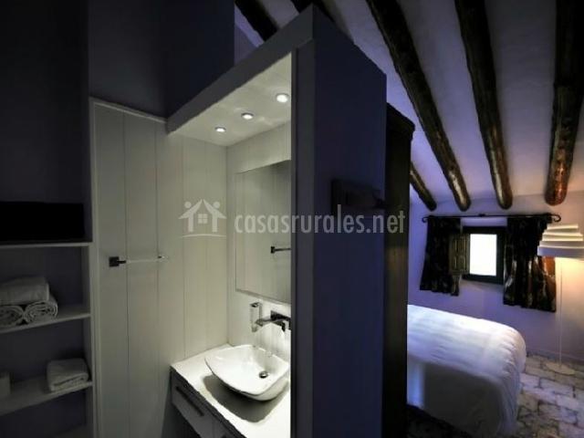Cuarto de baño con lavabo