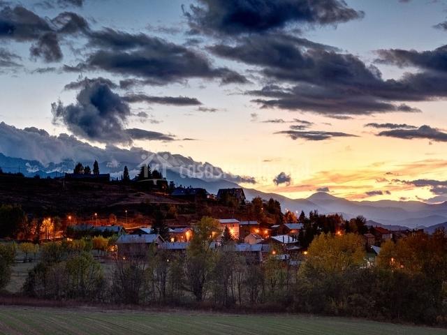 Casas en Fontanals de Cerdaña por la noche