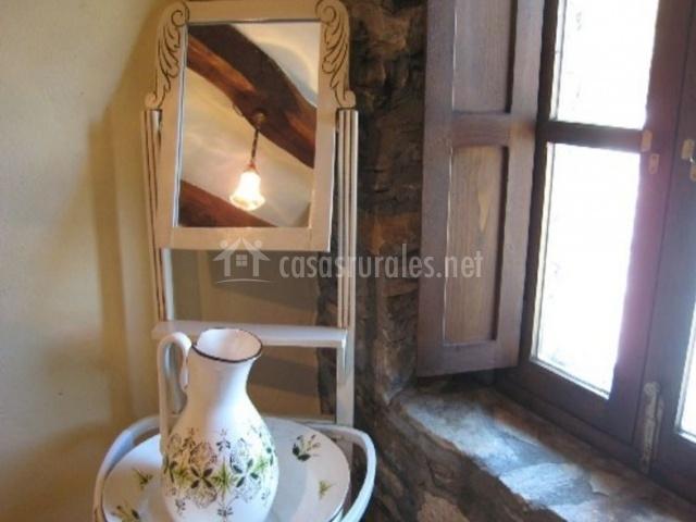 Dormitorio doble con pared y detalles