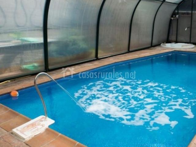 Acceso a la casa con piscina