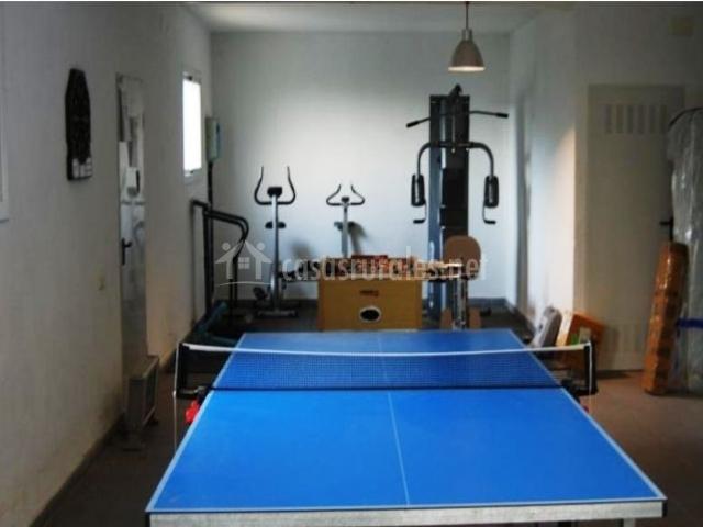 Sala de juegos con ping-pong